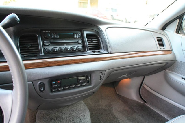 2001 ford crown victoria pictures cargurus. Black Bedroom Furniture Sets. Home Design Ideas