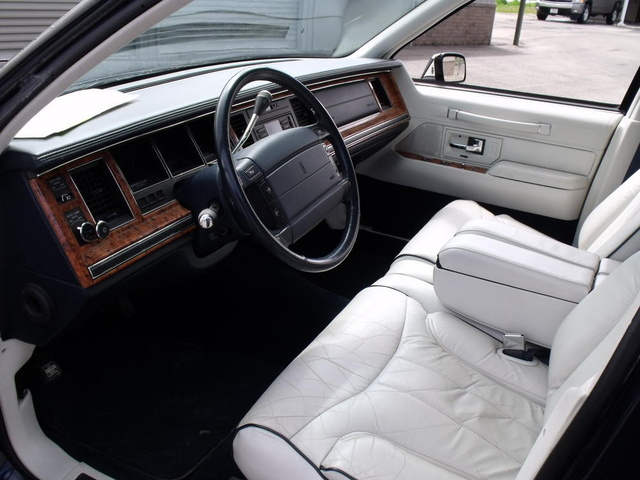 Lincoln Town Car Dr Signature Sedan Pic X