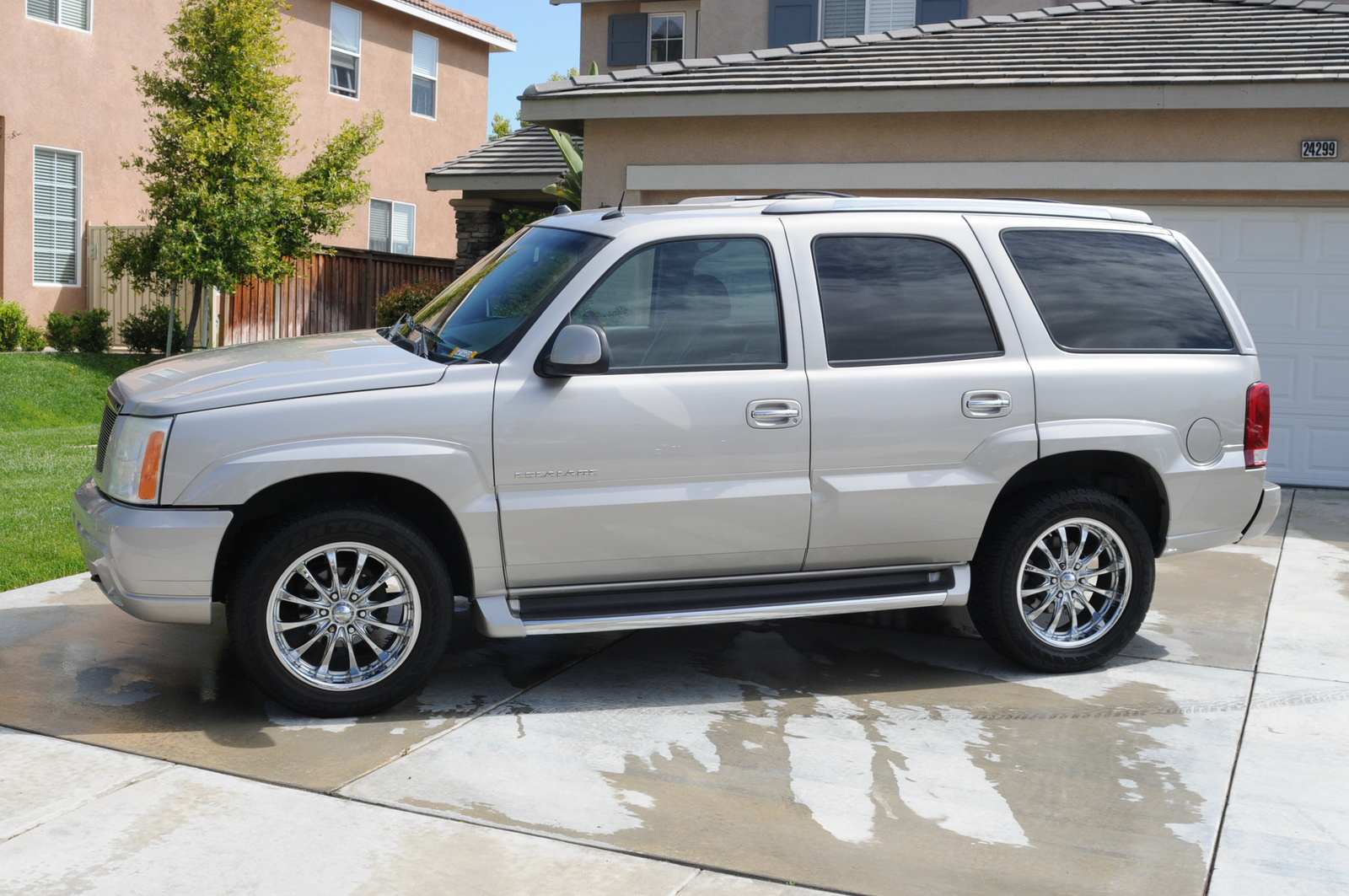 2004 cadillac escalade esv reviews specs and autos post. Black Bedroom Furniture Sets. Home Design Ideas