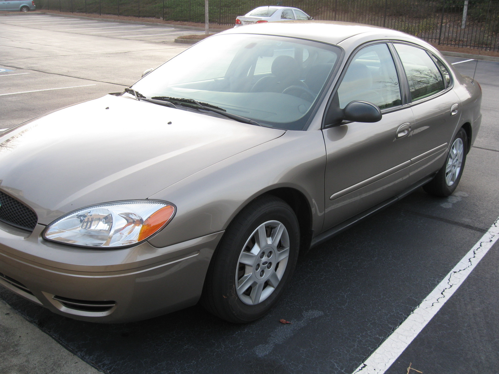 2006 ford taurus - pictures