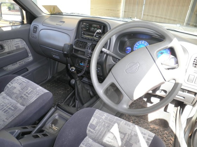 2002 Nissan Navara - Interior Pictures - CarGurus