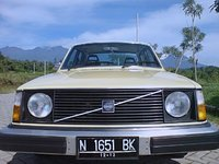 1975 Volvo 240 Picture Gallery