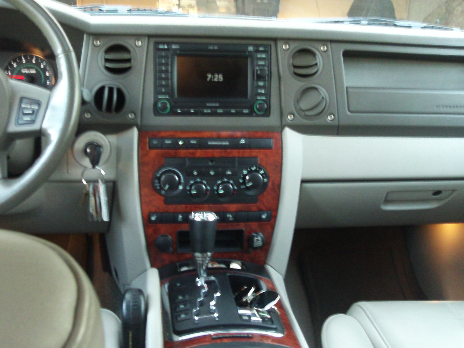 2006 Jeep Commander Limited Interior