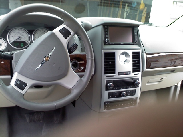 2010 Chrysler Town Amp Country Pictures Cargurus