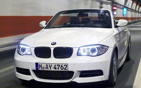 Front quarter view of 1-series convertible.