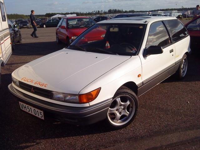 Min gamle bil :)  i ved den som transporterede mig rundt omkring :) billedet er taget til DHB09