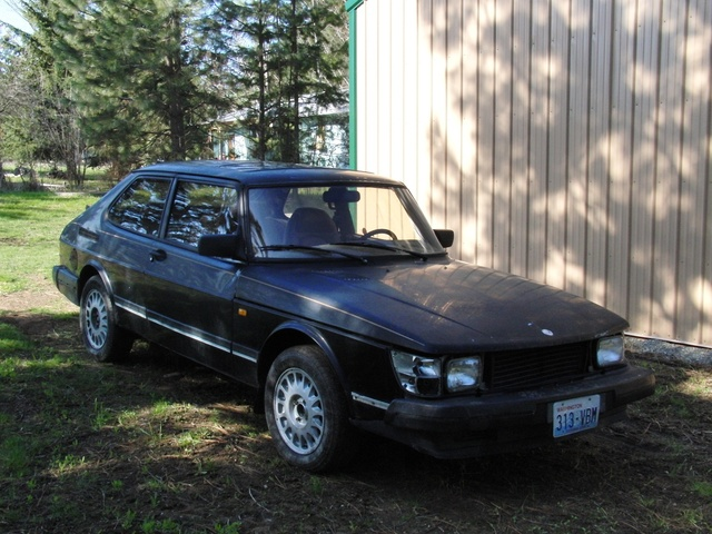 Picture of 1985 Saab 900