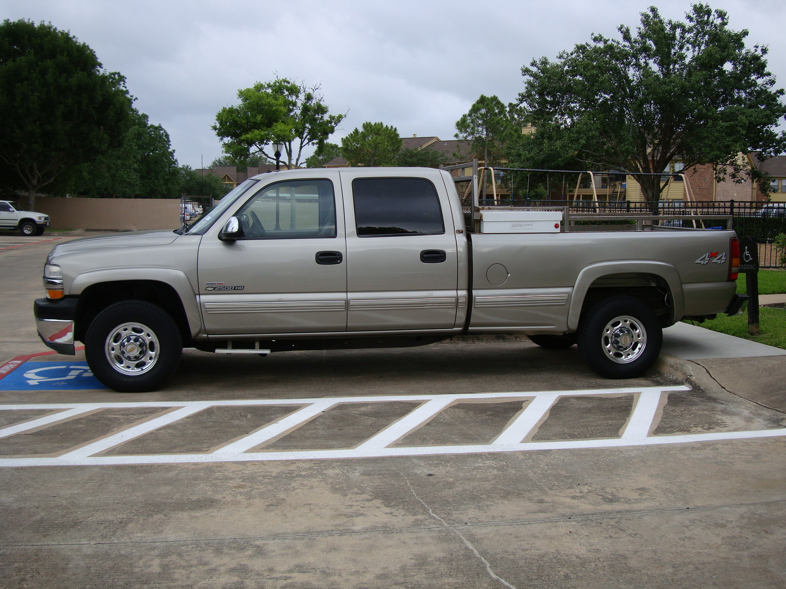 picture of 2001 chevrolet silverado 2500hd lt crew cab 4wd exterior. Cars Review. Best American Auto & Cars Review