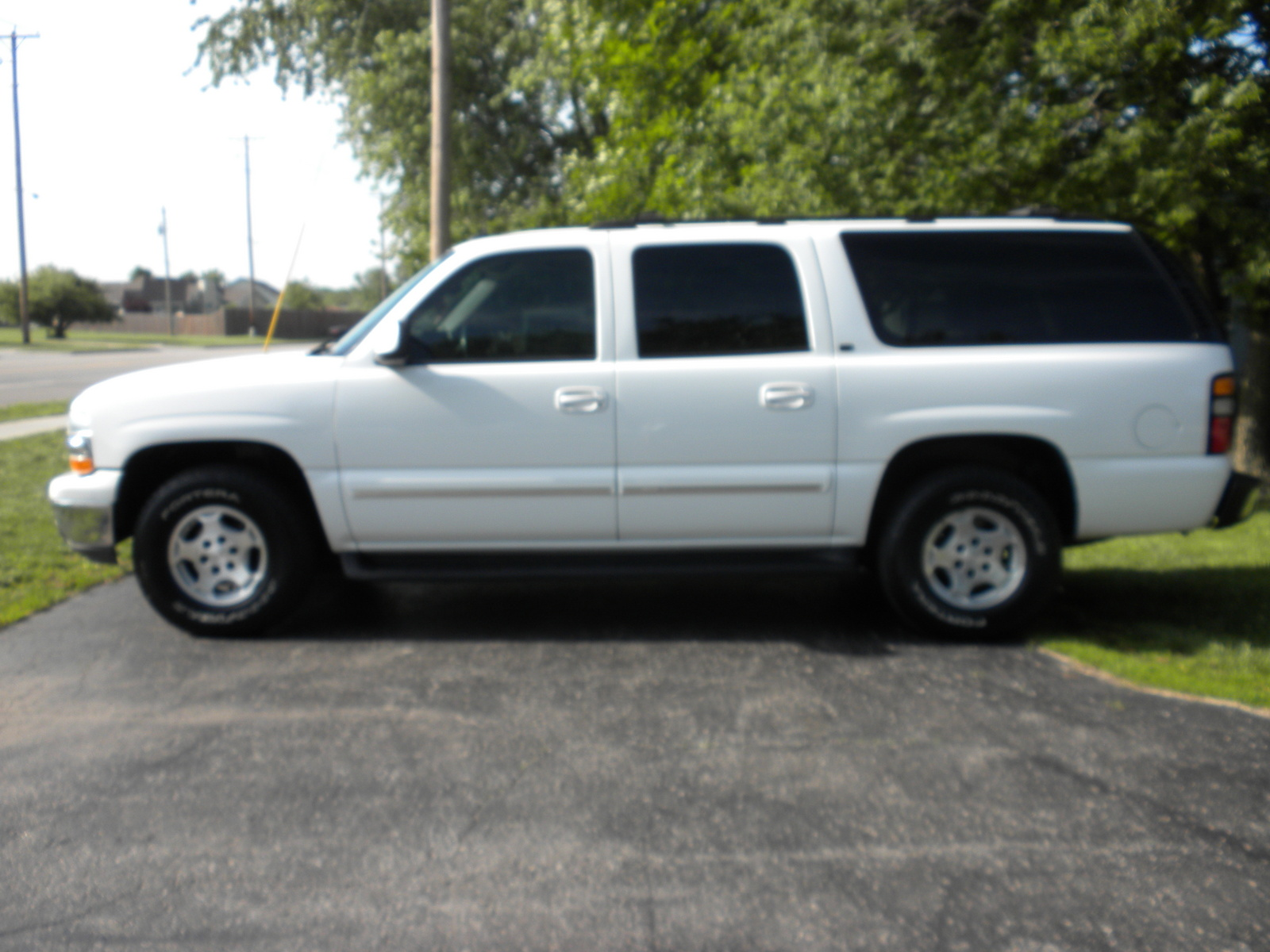 picture of 2004 chevrolet suburban lt 1500 4wd exterior. Black Bedroom Furniture Sets. Home Design Ideas