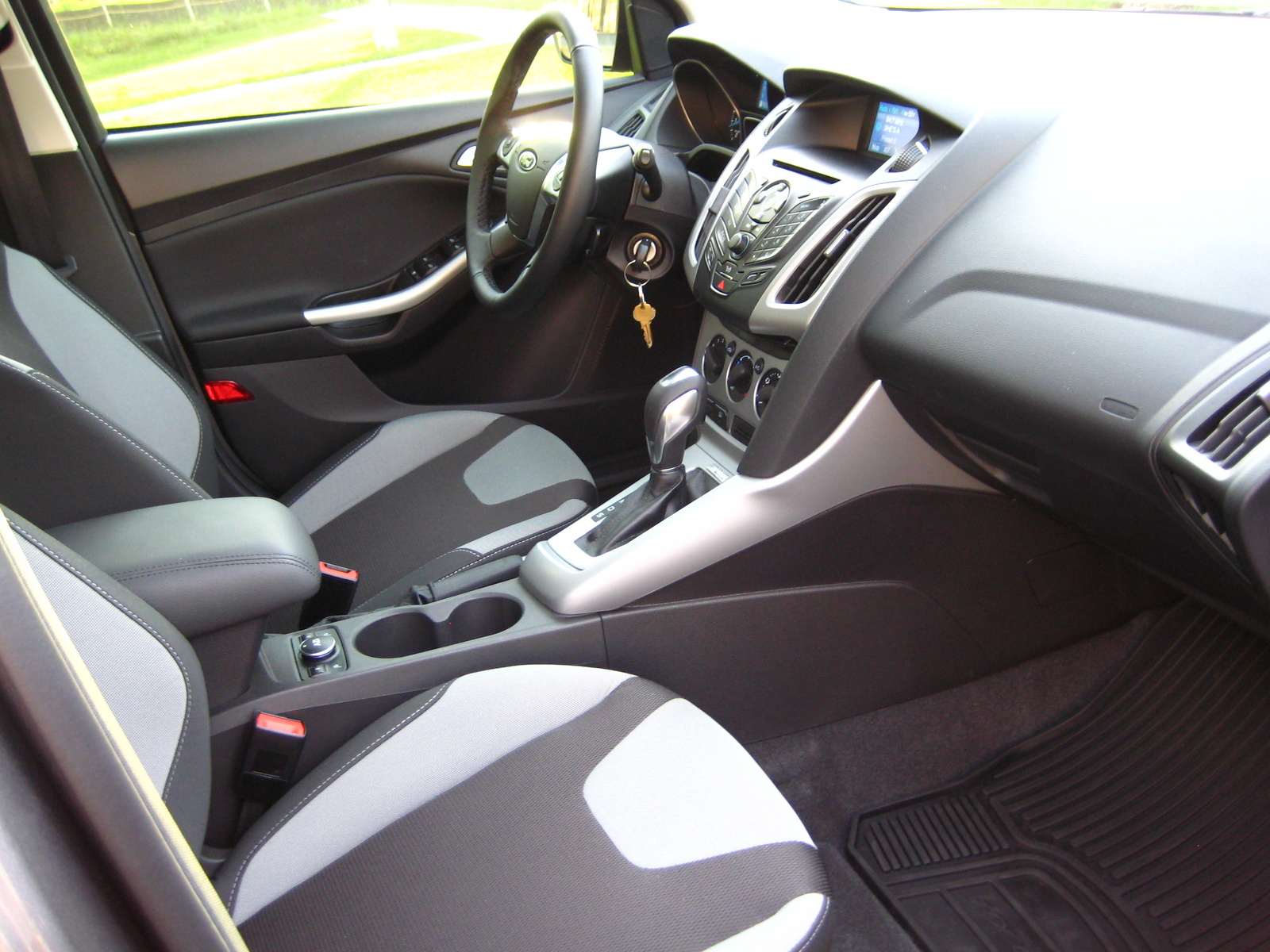 picture of 2012 ford focus se hatchback interior 1600x900 picture