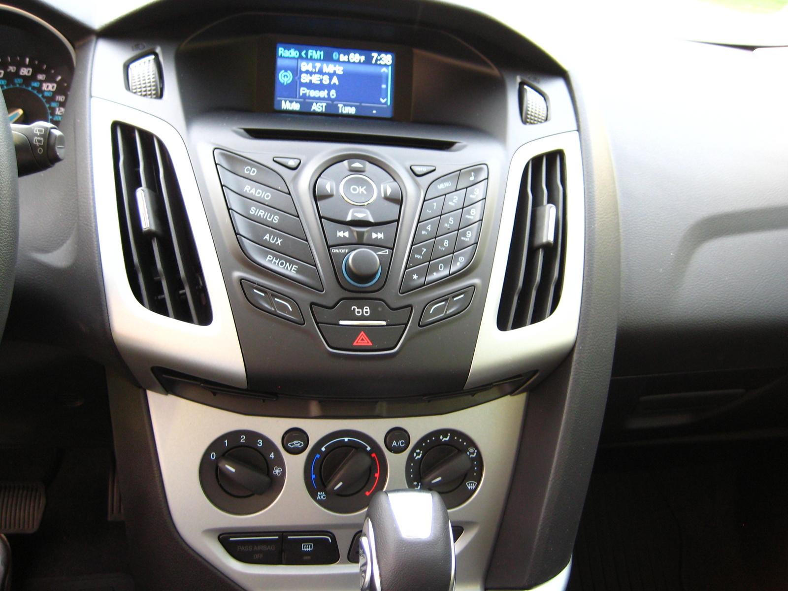 picture of 2012 ford focus se hatchback interior - Ford Focus 2012 Hatchback Interior