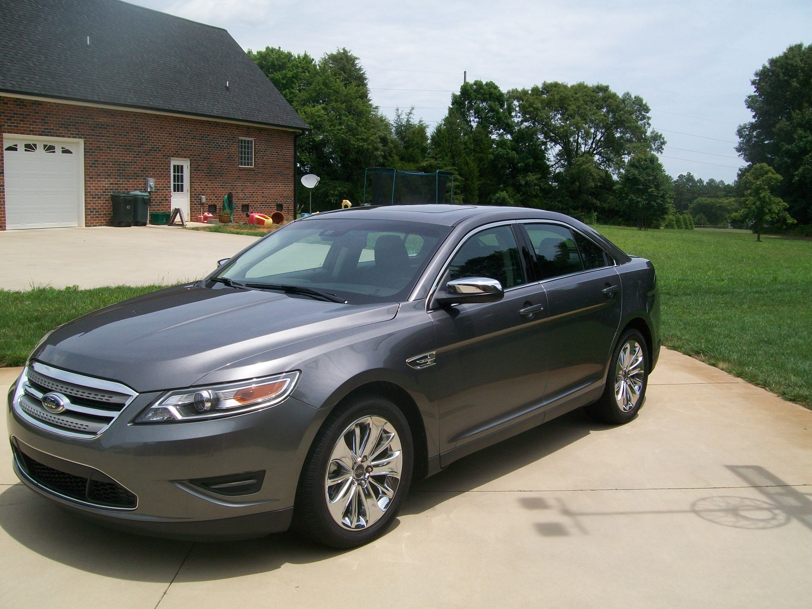 review 2011 ford taurus sho new and used car reviews html autos weblog. Black Bedroom Furniture Sets. Home Design Ideas