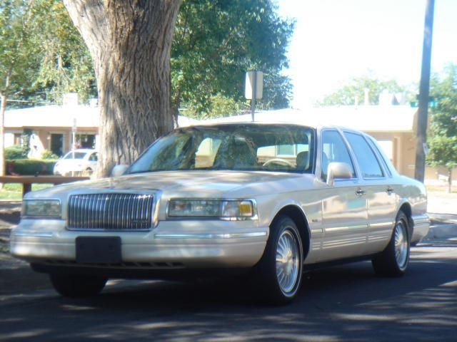 1995 Lincoln Town Car 4 Dr Cartier Sedan picture