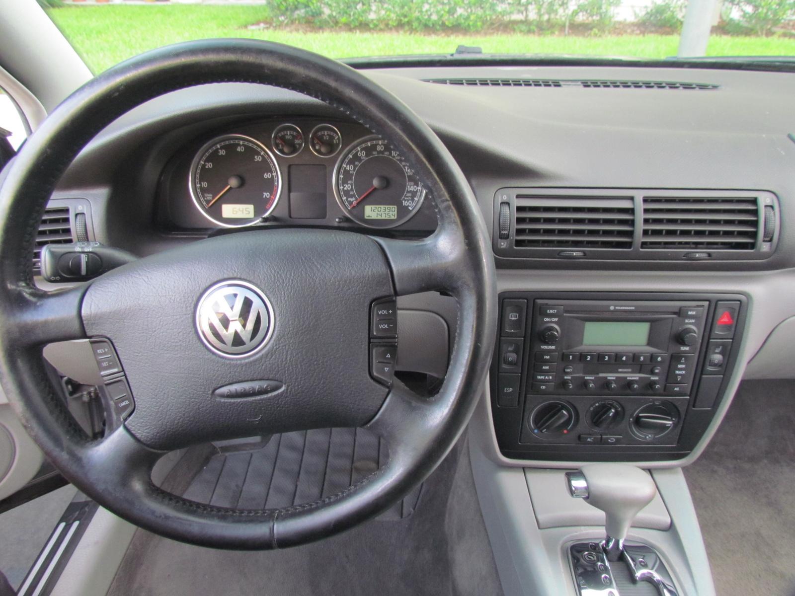 2003 volkswagen passat interior pictures cargurus for Volkswagen passat 2000 interior
