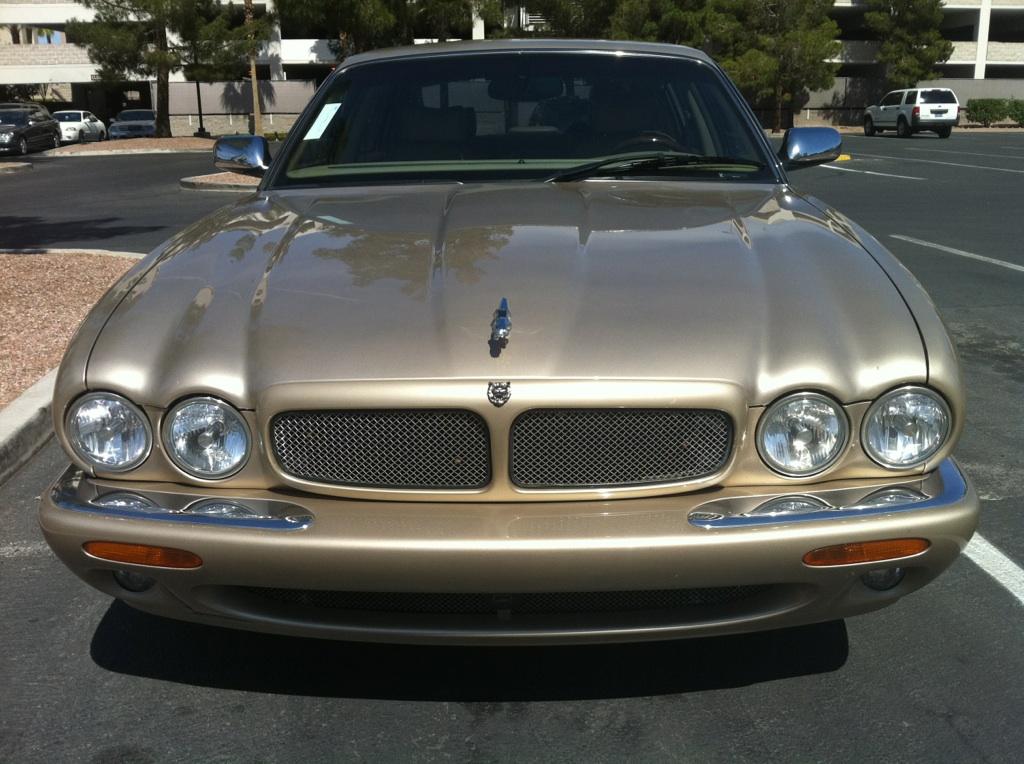 Picture of 2002 Jaguar XJ-Series 4 Dr Super V8
