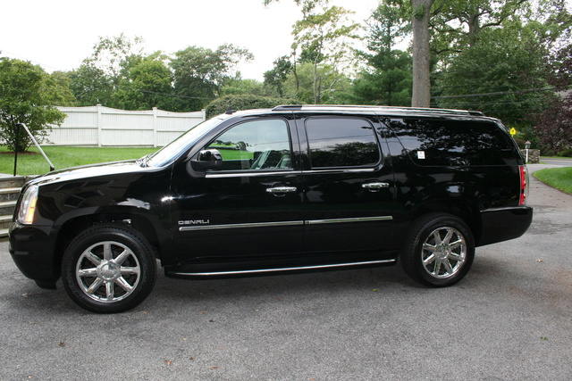 2010 gmc yukon xl pictures cargurus. Black Bedroom Furniture Sets. Home Design Ideas