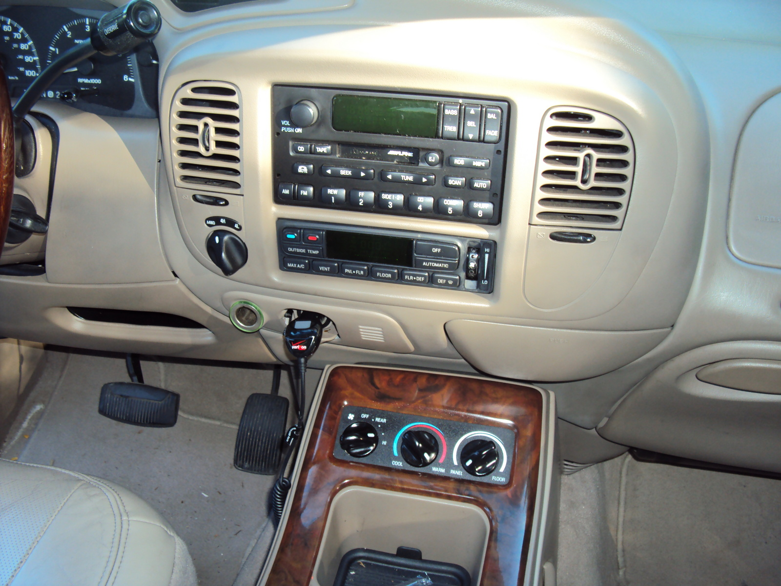 2001 lincoln navigator interior pictures cargurus. Black Bedroom Furniture Sets. Home Design Ideas