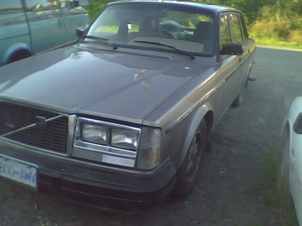 Picture of 1984 Volvo 240