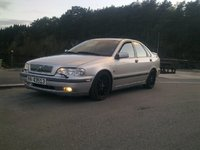 2000 Volvo S40 Overview