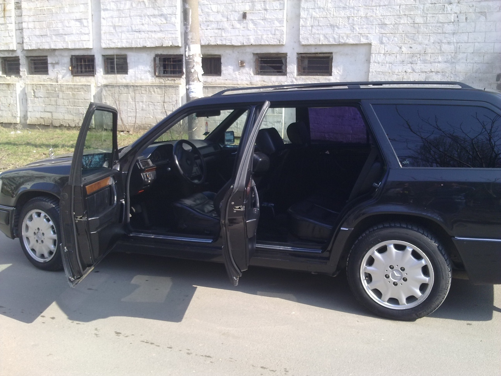 1990 mercedes benz 300 class specifications cargurus for Looking for mercedes benz for sale