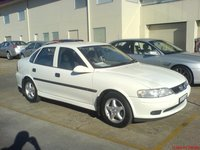 2000 Holden Vectra Overview