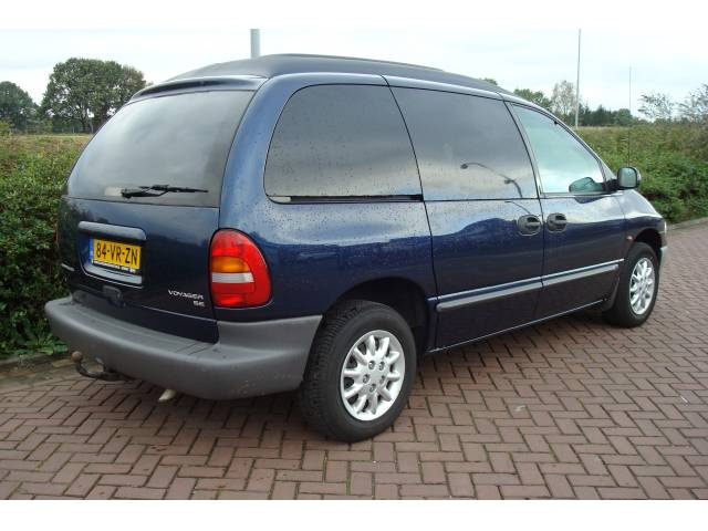 2000 chrysler voyager overview cargurus for Interieur chrysler voyager 2000
