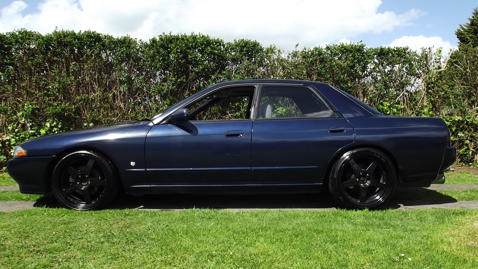 Picture of 1991 Nissan Skyline