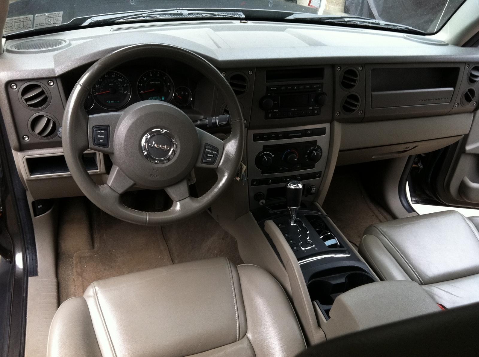 2006 Jeep Commander Interior