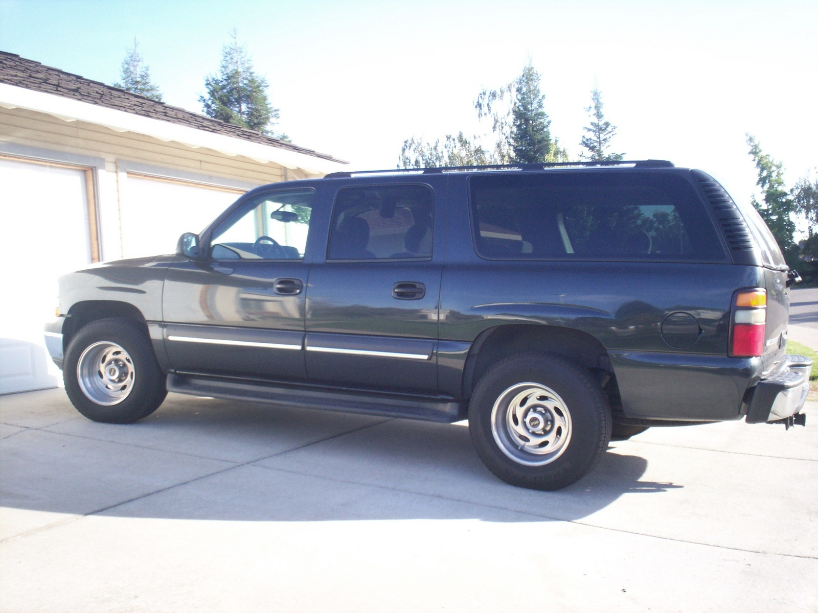 2004 chevy suburban release date price and specs. Black Bedroom Furniture Sets. Home Design Ideas