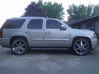 Picture of 2010 GMC Yukon XL Denali Base, exterior