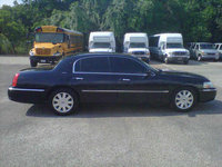 2005 Lincoln Town Car Overview