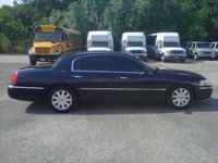 Picture of 2005 Lincoln Town Car Executive, exterior