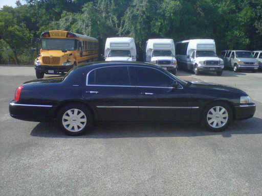 Picture of 2005 Lincoln Town Car Executive