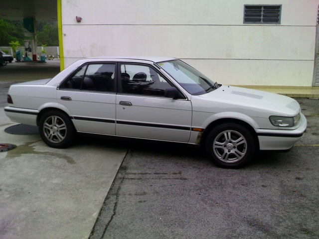Picture of 1989 Nissan Bluebird