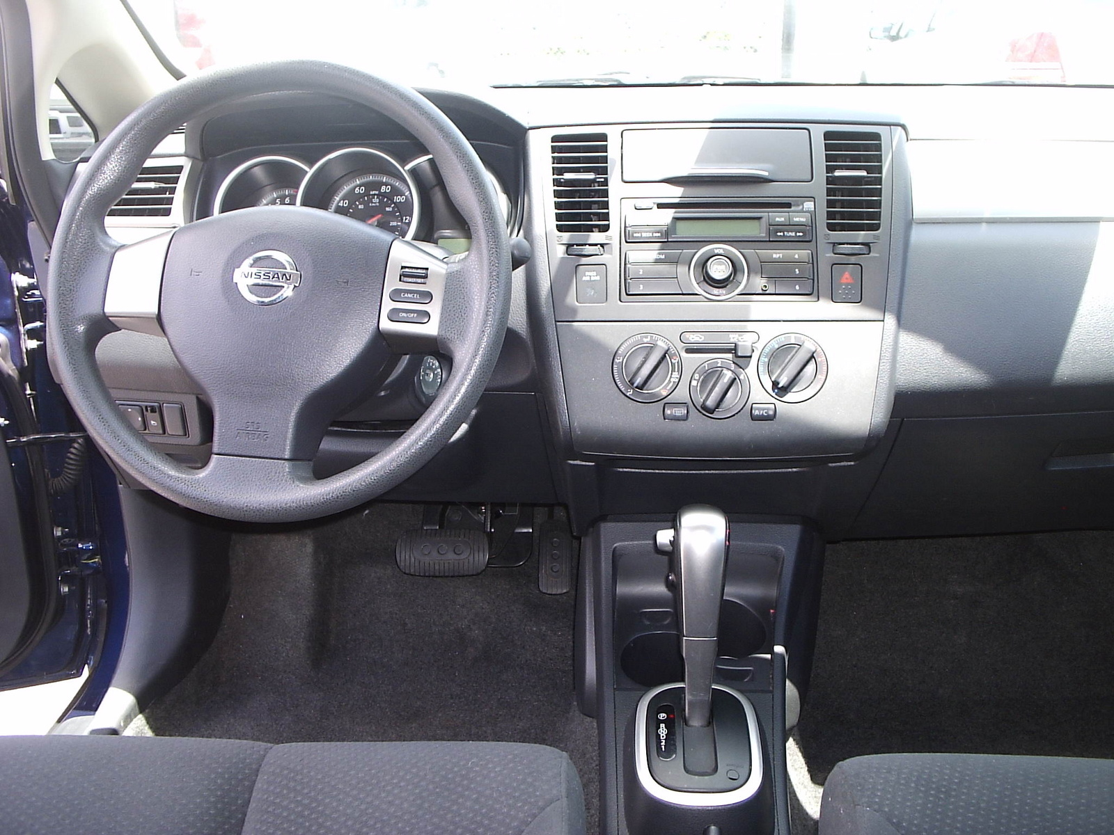 2010 nissan versa interior dimensions for Nissan versa note interior dimensions