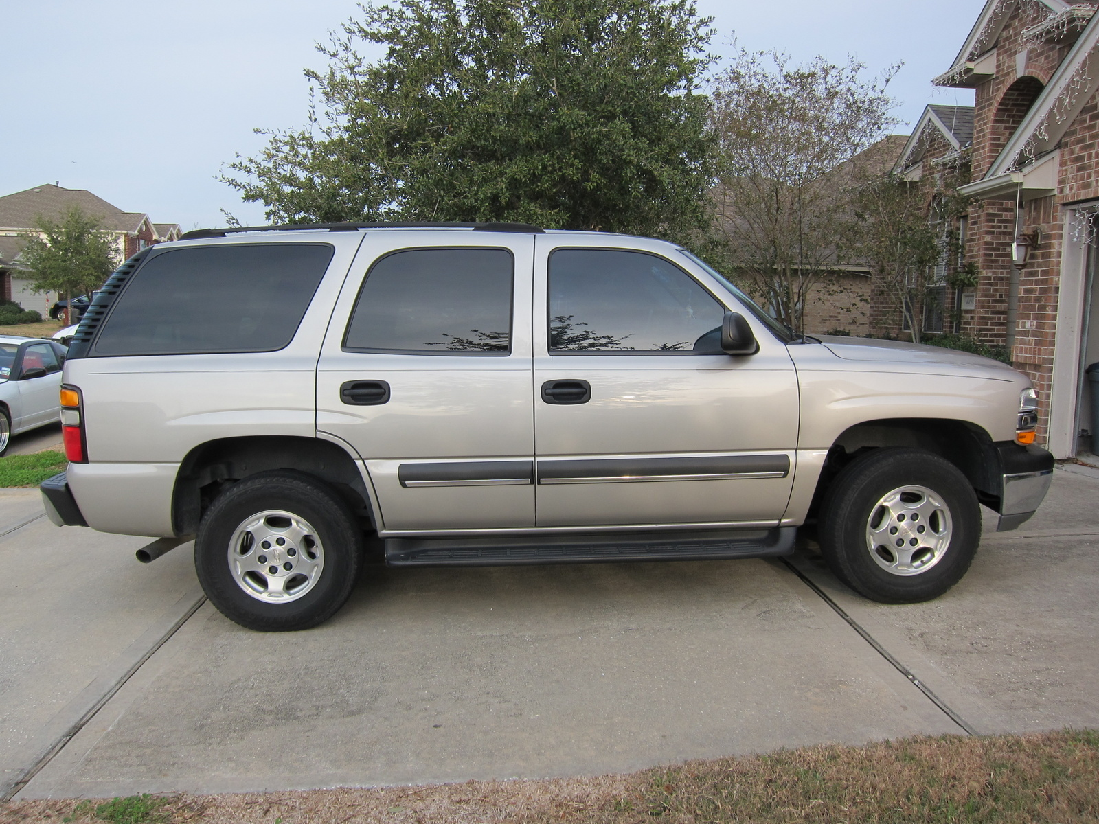 used 2003 chevy tahoe review specs photos price. Black Bedroom Furniture Sets. Home Design Ideas