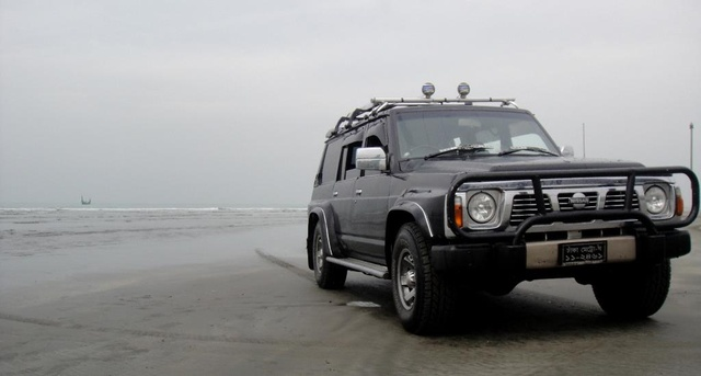 1990 Nissan Patrol, At the world's longest beach!, exterior, gallery_worthy