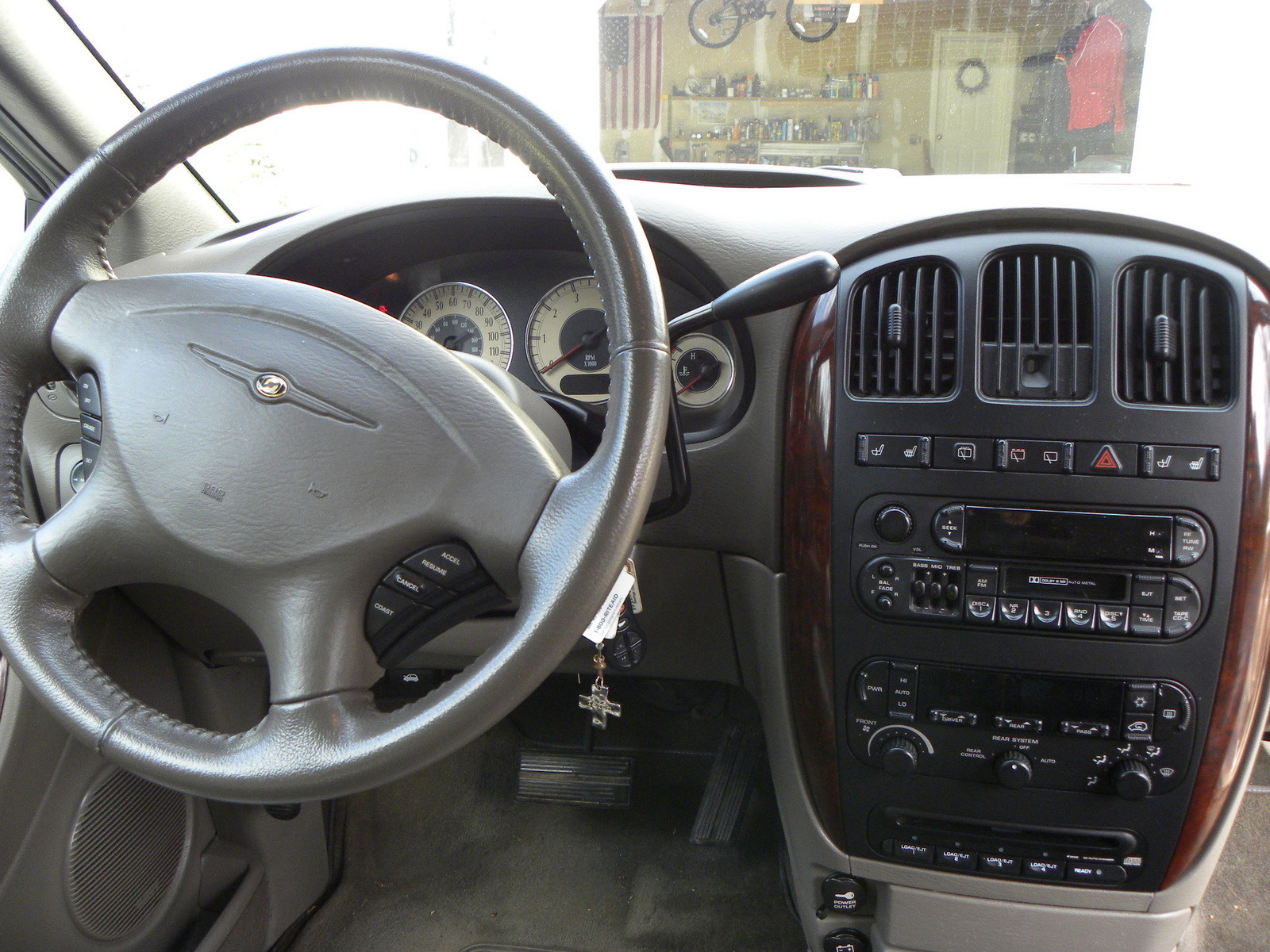 2001 Chrysler Town And Country Interior Pictures To Pin On Pinterest Pinsdaddy