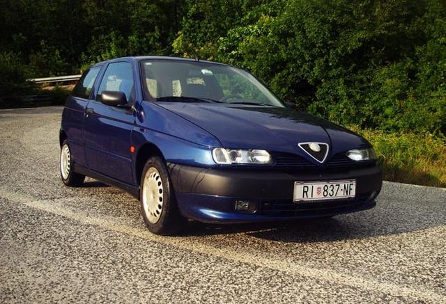 Picture of 1997 Alfa Romeo 145