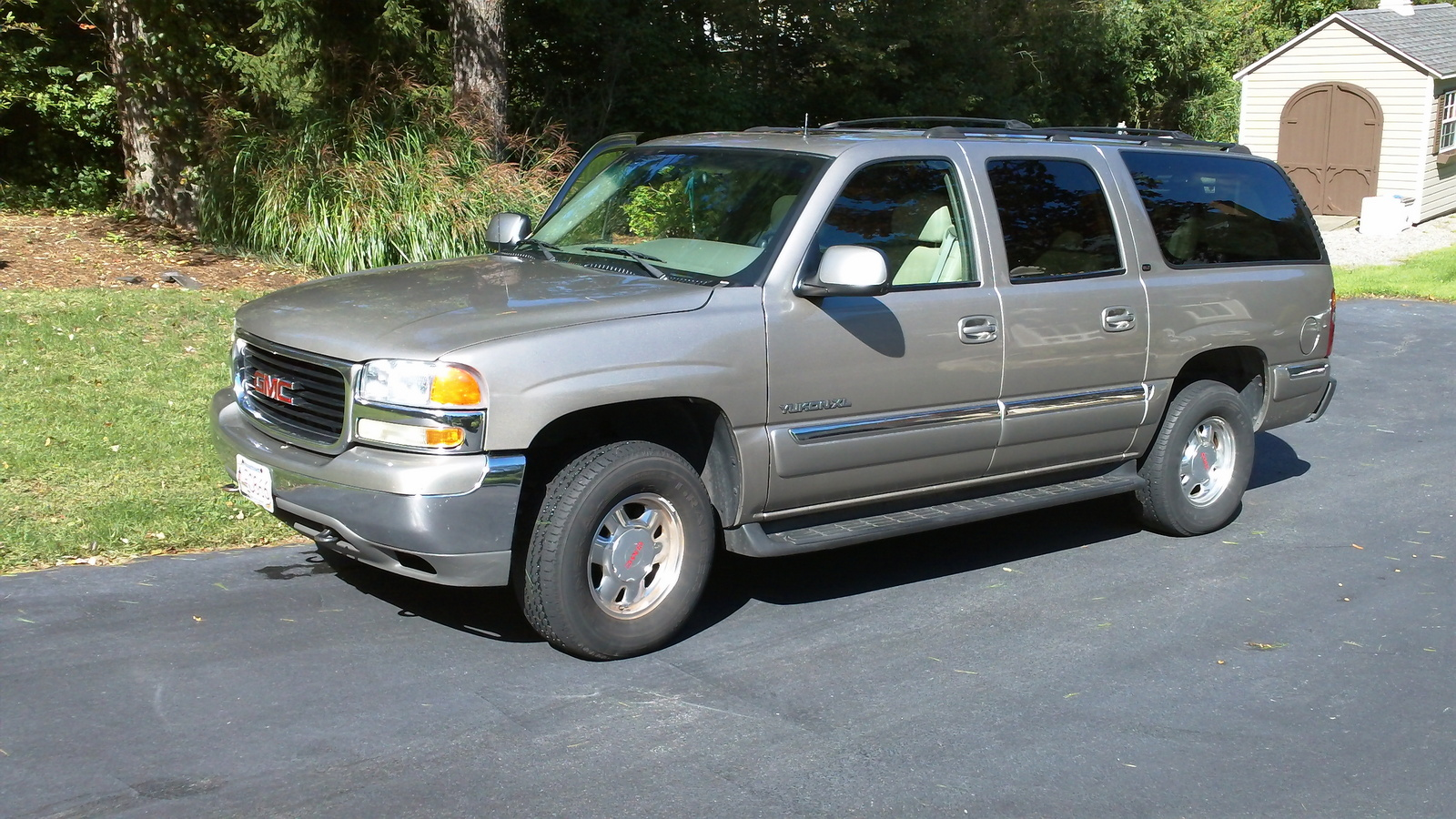 2002 gmc yukon xl pictures cargurus. Black Bedroom Furniture Sets. Home Design Ideas