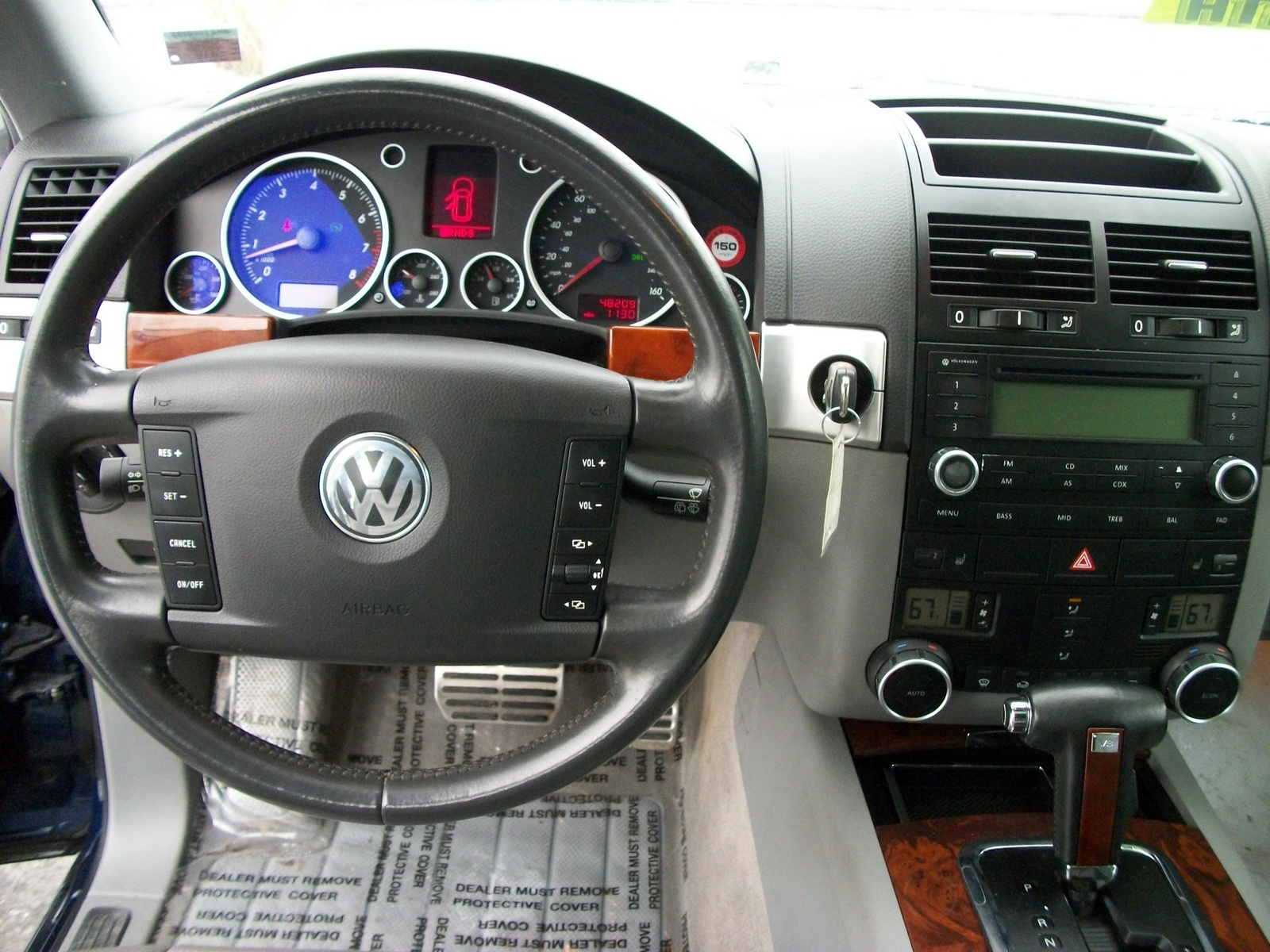 2004 volkswagen touareg interior pictures cargurus. Black Bedroom Furniture Sets. Home Design Ideas
