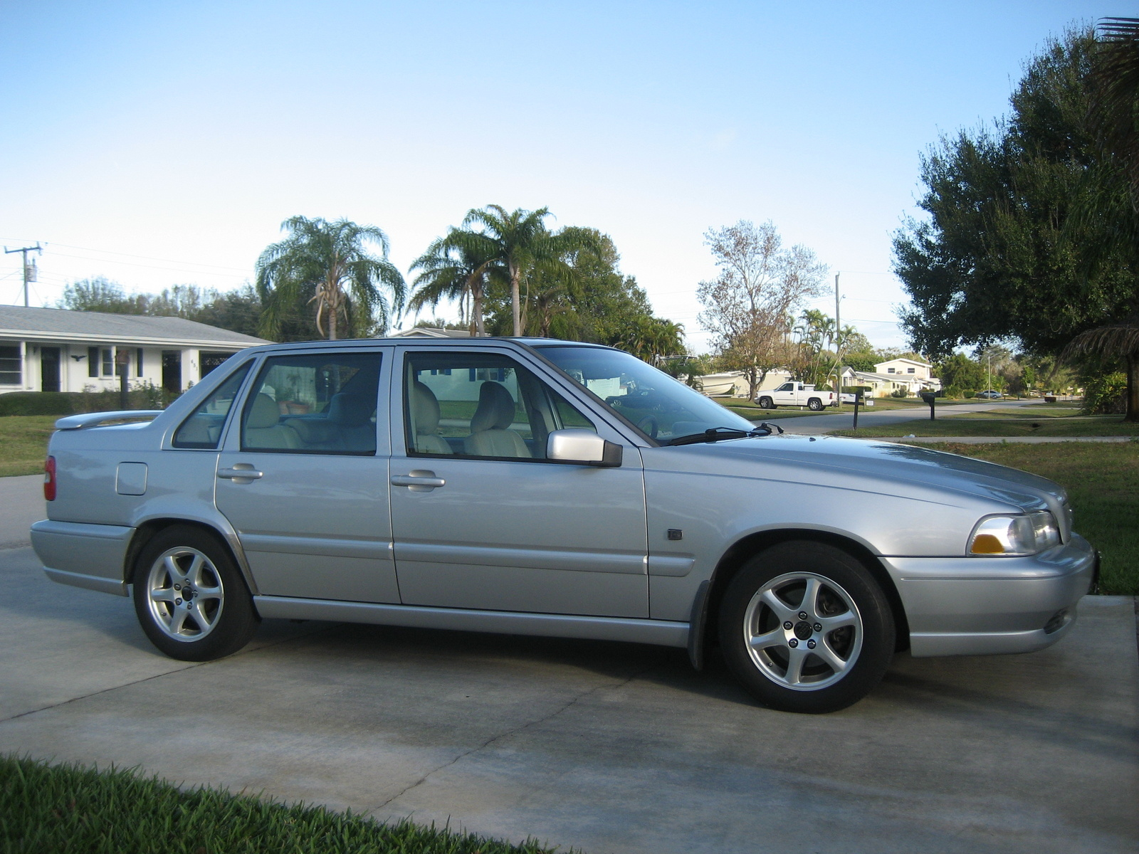 Picture of 2000 Volvo S70 4 Dr SE Sedan