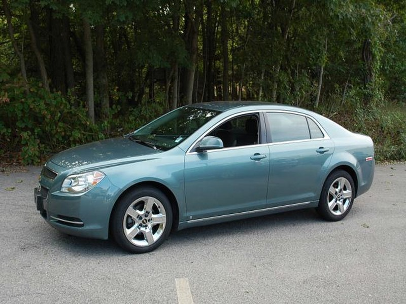 used 2009 chevrolet malibu sedan pricing for sale edmunds. Black Bedroom Furniture Sets. Home Design Ideas
