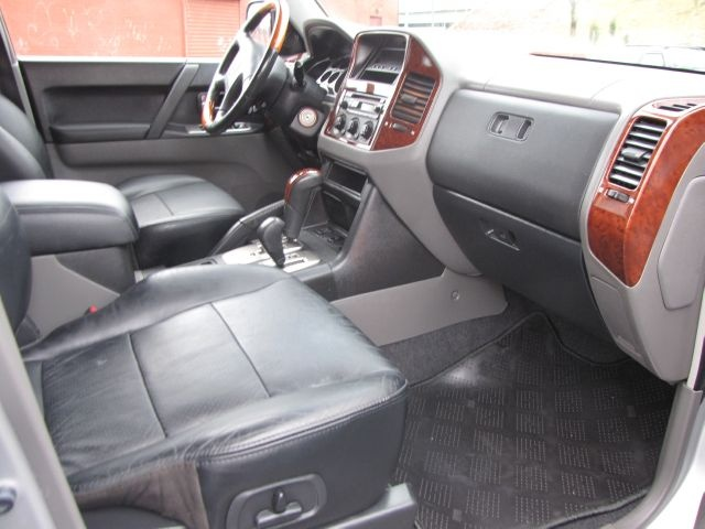 Mitsubishi Montero Dr Limited Wd Suv Pic X on 2002 Mitsubishi Galant Interior