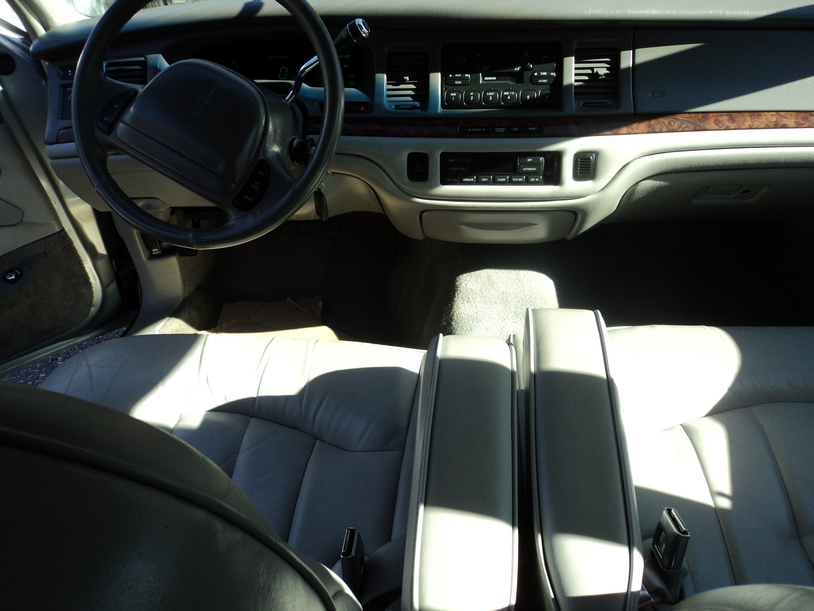 get last automotive article 2015 lincoln mkc makes its first appearance. Black Bedroom Furniture Sets. Home Design Ideas