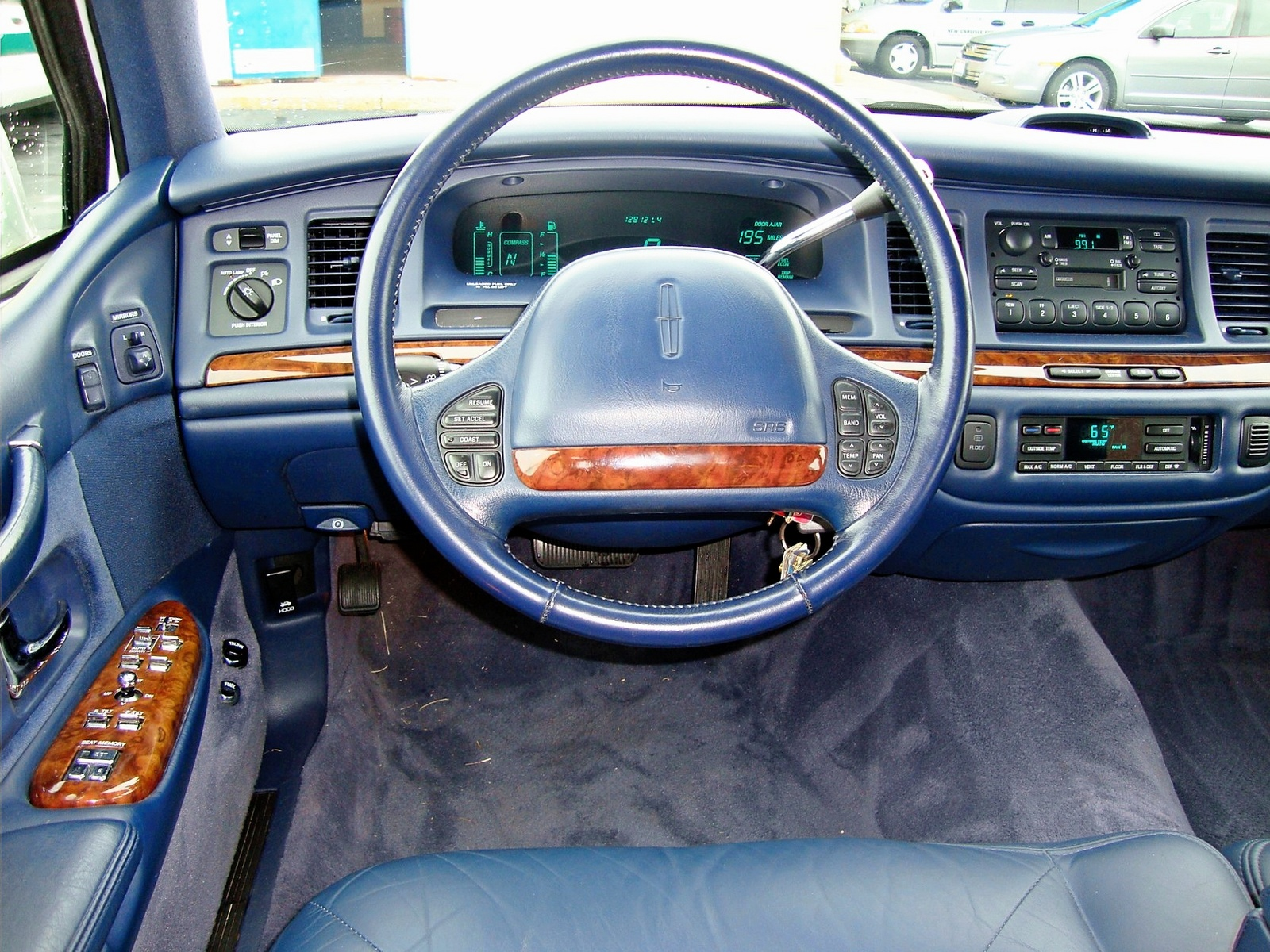 1995 lincoln town car interior pictures cargurus. Black Bedroom Furniture Sets. Home Design Ideas