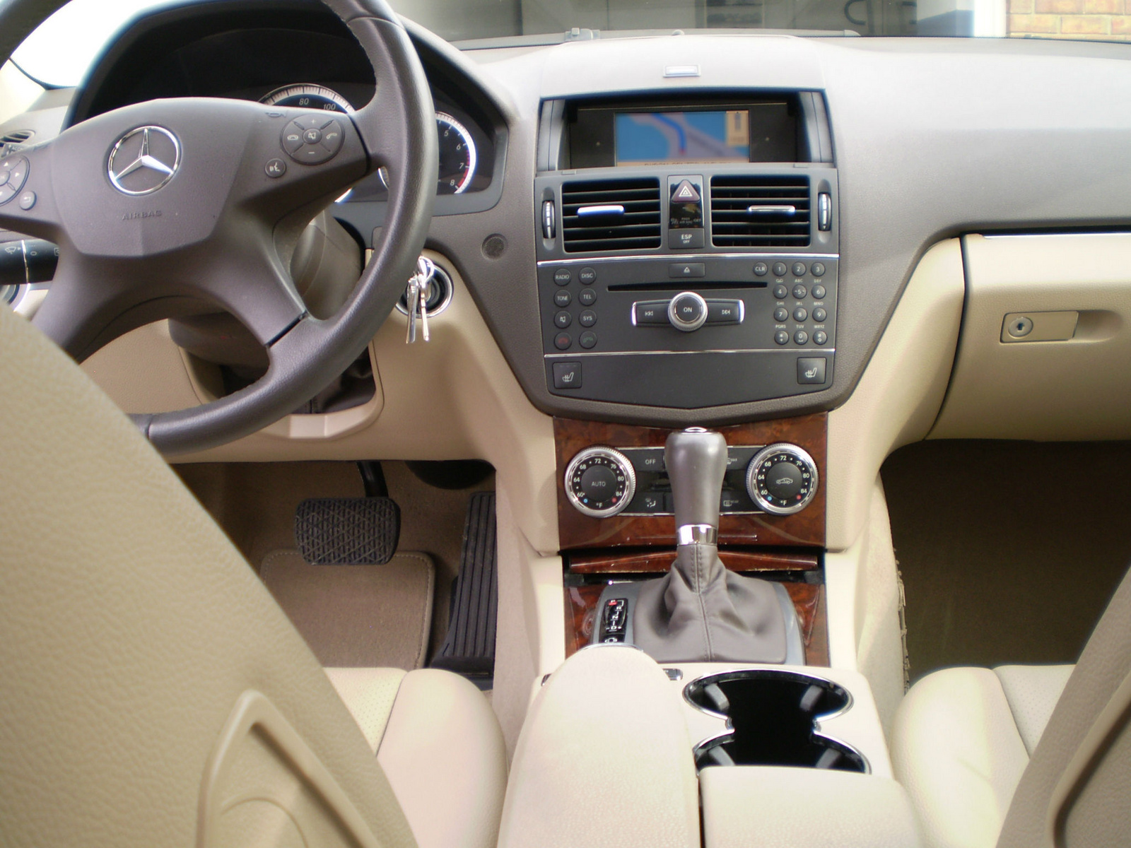 2009 mercedes benz c class interior pictures cargurus for Mercedes benz c300 interior