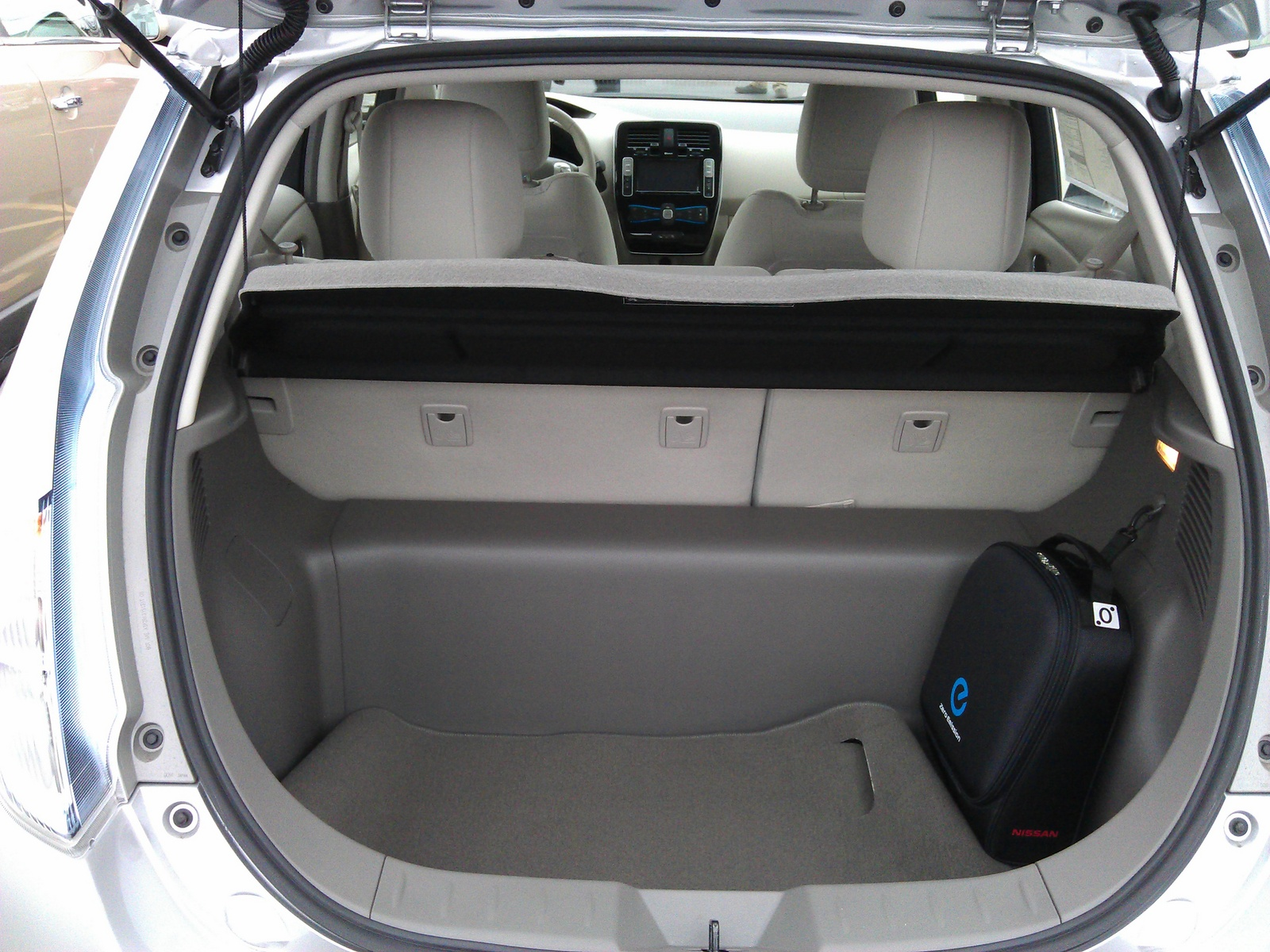 Picture of 2012 Nissan Leaf SL, interior