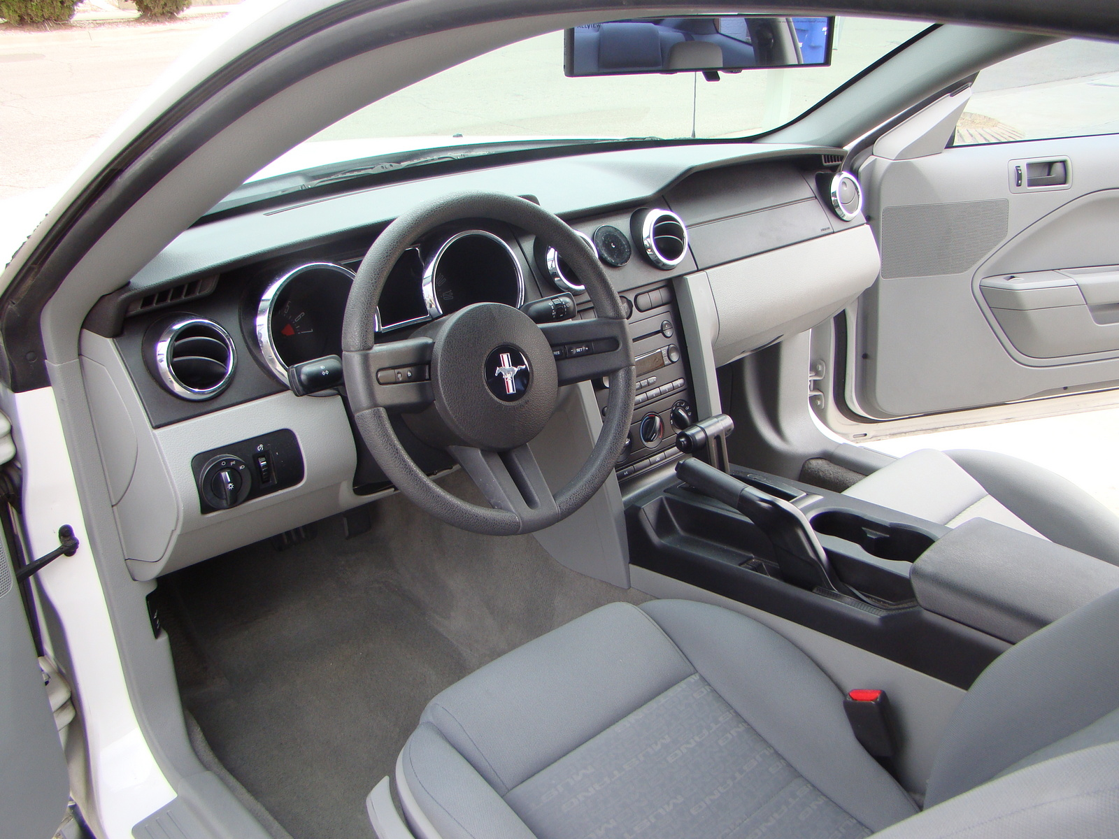 2005 ford mustang interior pictures cargurus for 2005 ford mustang convertible interior