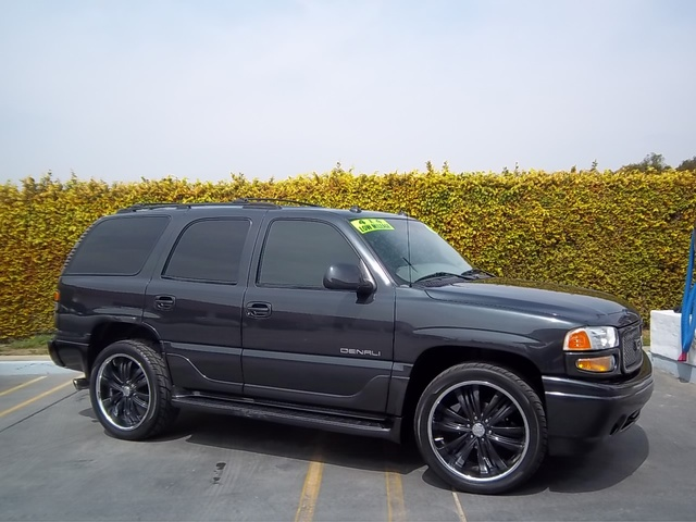 Picture of 2000 GMC Yukon Denali